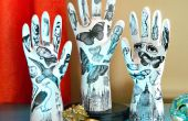 Tatoué des mains de plâtre