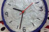 Horloge murale de papier mâché