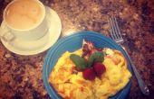 Fraise, basilic, fromage de chèvre petit déjeuner Omelette