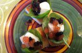 Mordre Caprese de taille à l'aide de tomate et vinaigre balsamique « Caviar »