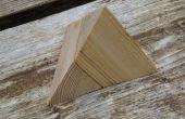 Deux pièces de Puzzle de la pyramide en bois
