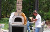Assemblage d'un kit de four pizza bricolage dans un four à pizza cuite bois complet.
