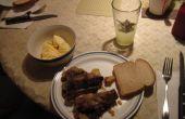 Salade de viande bon marché et délicieux fait d'os du cou ou les jarrets de porc