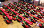 Jouet avion Noël ornements en utilisant une chaîne de montage