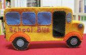 Boîte de la plume à la main en forme de bus
