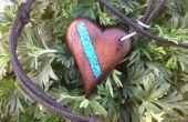 Pendentif coeur avec incrustation de Turquoise en bois