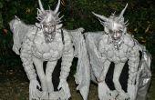 Gargouilles médiéval perché sur les Costumes de piédestal de Pierre