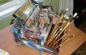 Vieille machine à écrire recyclé pour devenir support de brosse de peinture