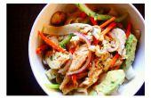Salade de nouilles de riz au poulet au Curry rouge et avocat