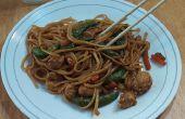 Amazing épicée de poulet Lo Mein en moins de 20 Minutes