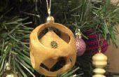 Cube en bois dans une sphère Christmas Bauble arbre ornement