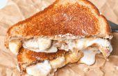 """Beurre d'arachide Gourmet & gelée """"sandwich"""" avec un milk-shake au chocolat"""