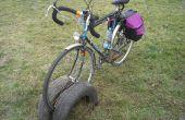 Bicycle rack établie de vieux pneus de voiture