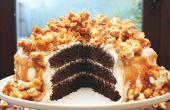 Triple couche de gâteau au chocolat avec crème au beurre au Caramel salé & Popcorn