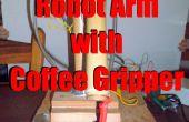 Bras de robot avec pince de café