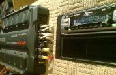 Câblage d'un amplificateur audio pour voiture et l'unité principale à l'intérieur à l'aide d'alimentation PC