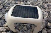 Une incroyable bouteille solaire lampe torche LED (Bottorch) de déchets électroniques.