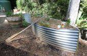 Des jardins potagers de vieux réservoir d'eau