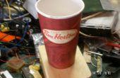 Mégaphone haut-parleur d'un café de papier tasse