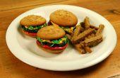 Cupcakes de hamburger avec des frites de Cookie sucre