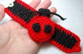 Crocheter coccinelle Cuff Bracelet une fille