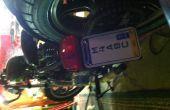 Installation votre nouvelle plaque d'immatriculation de motocycle vertical sur le support personnalisé, que vous avez fait.