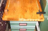 Un banc de travailler tour à bois avec tiroirs à l'aide de construction recyclés bois vintage