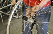 Remplacement d'un corps de roue libre sur une roue arrière de bicyclette.