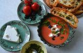 Soupe froide de pastèque & tomate avec fromage de brebis, olives et cerfeuil