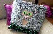 Loup-garou bricolage Throw Pillow