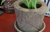 Pot de fleur avec motif de feuille incorporée en béton