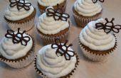 Biologiques miel-noix Cupcakes w / miel-vanille crème fouettée