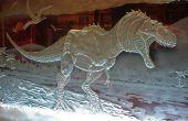 Création d'un dinosaure féroce, sculpture en verre
