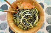 Végétalien spiruline Spaghetti aux courgettes tourbillonne