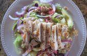 Salade de poulet asiatique avec la vinaigrette de citron vert coriandre