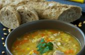 Diviser la soupe aux pois avec côtes de porc