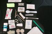 30 point ultime Altoids Tin Urban Survival Kit (comprend les lunettes de soleil, un jeu de cartes et ketchup)
