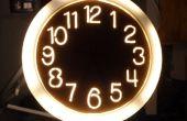 Illuminé d'horloge à l'aide d'une scie à chantourner