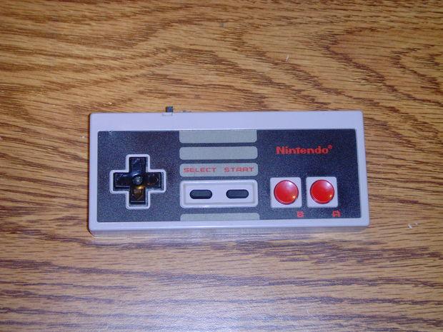 Cette instructable va vous montrer comment fusionner un trousseau de FX  sonore Mario Bros avec une manette NES pour faire une ceinture à boucle  avec des ... 956c5fd6c27