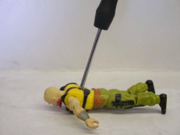 Technique pour réparer une figurine G.I. Joe des années 80-90 1d01be3af2b68ee0c0c40e53c5463433