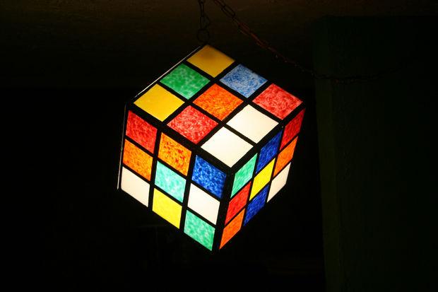 cube lumi re ala rubik cube lumineux de l awesomeness. Black Bedroom Furniture Sets. Home Design Ideas