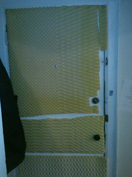 insonoriser votre porte de l appartement peu de frais. Black Bedroom Furniture Sets. Home Design Ideas