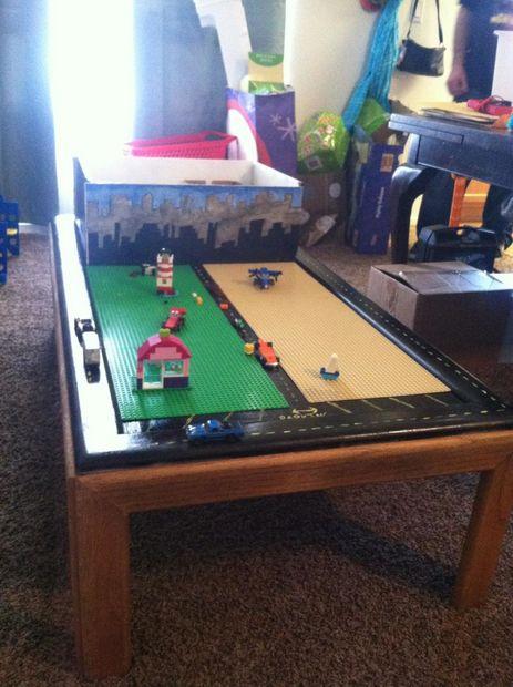 table de jeu de lego avec stockage de vieille table basse et tiroir. Black Bedroom Furniture Sets. Home Design Ideas