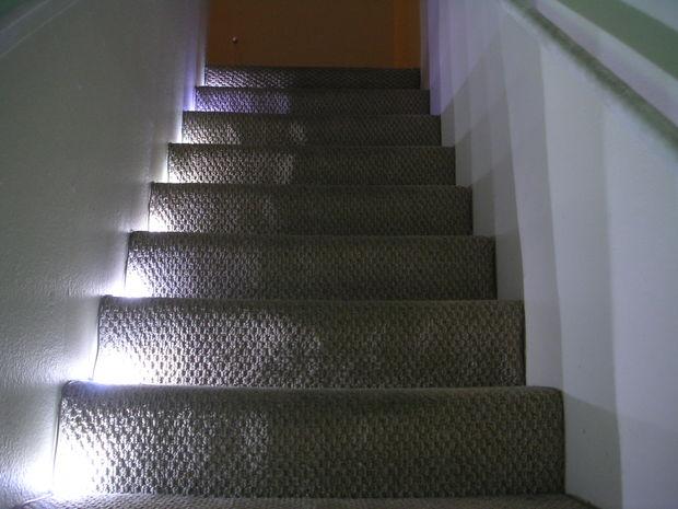 clairage d escalier led avec capteur de voyage ir. Black Bedroom Furniture Sets. Home Design Ideas
