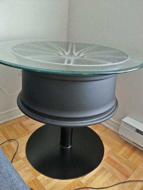 table basse sur un roue de voiture. Black Bedroom Furniture Sets. Home Design Ideas