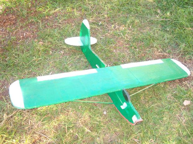 Construire votre propre avion de rc grosse sport trainer for Construire vos propres plans