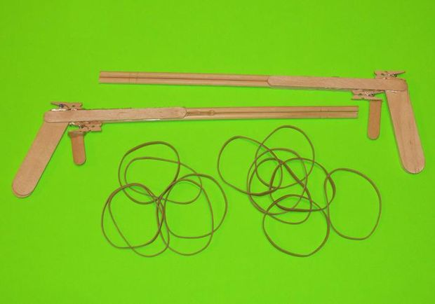 Comment faire un pistolet lastique avec b tons de popsicle - Comment fabriquer un pistolet ...