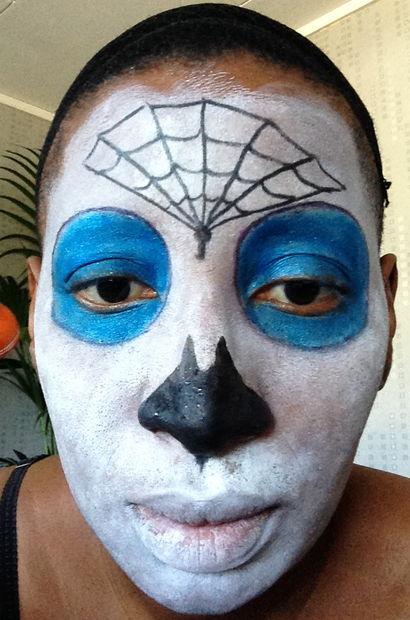 Maquillage Halloween Muerte étape 4 Dessiner La Toile D