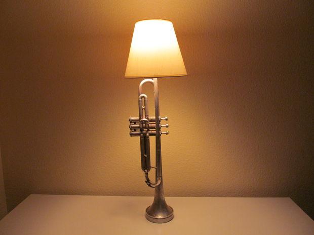 comment faire une lampe avec une bouteille cool sur lampes cuivre fabriquer une lampe chevet. Black Bedroom Furniture Sets. Home Design Ideas