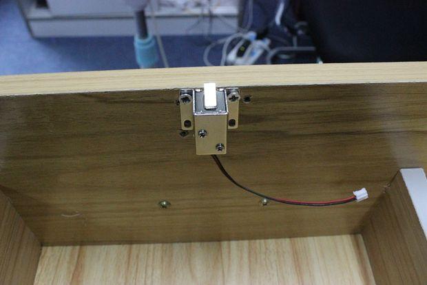 compatible arduino serrure lectrique d empreintes digitales tape 10 installez le tiroir. Black Bedroom Furniture Sets. Home Design Ideas